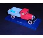 le camion rouge qui transporte tintin dans le lotus bleu